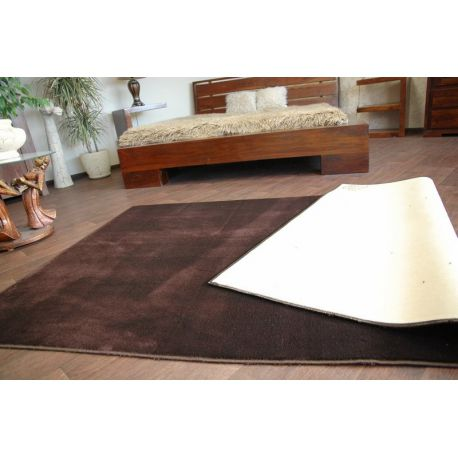 Fitted carpet ULTRA 92 brown
